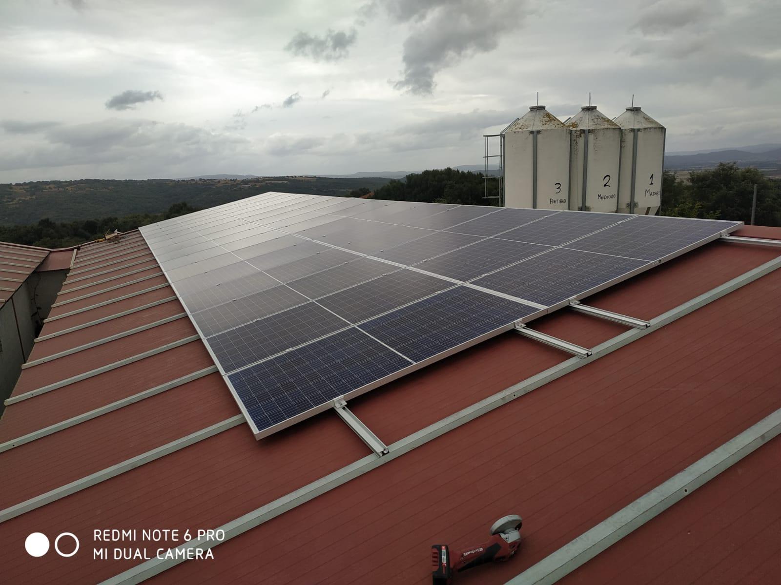 Fotovoltaica en granja en galicia