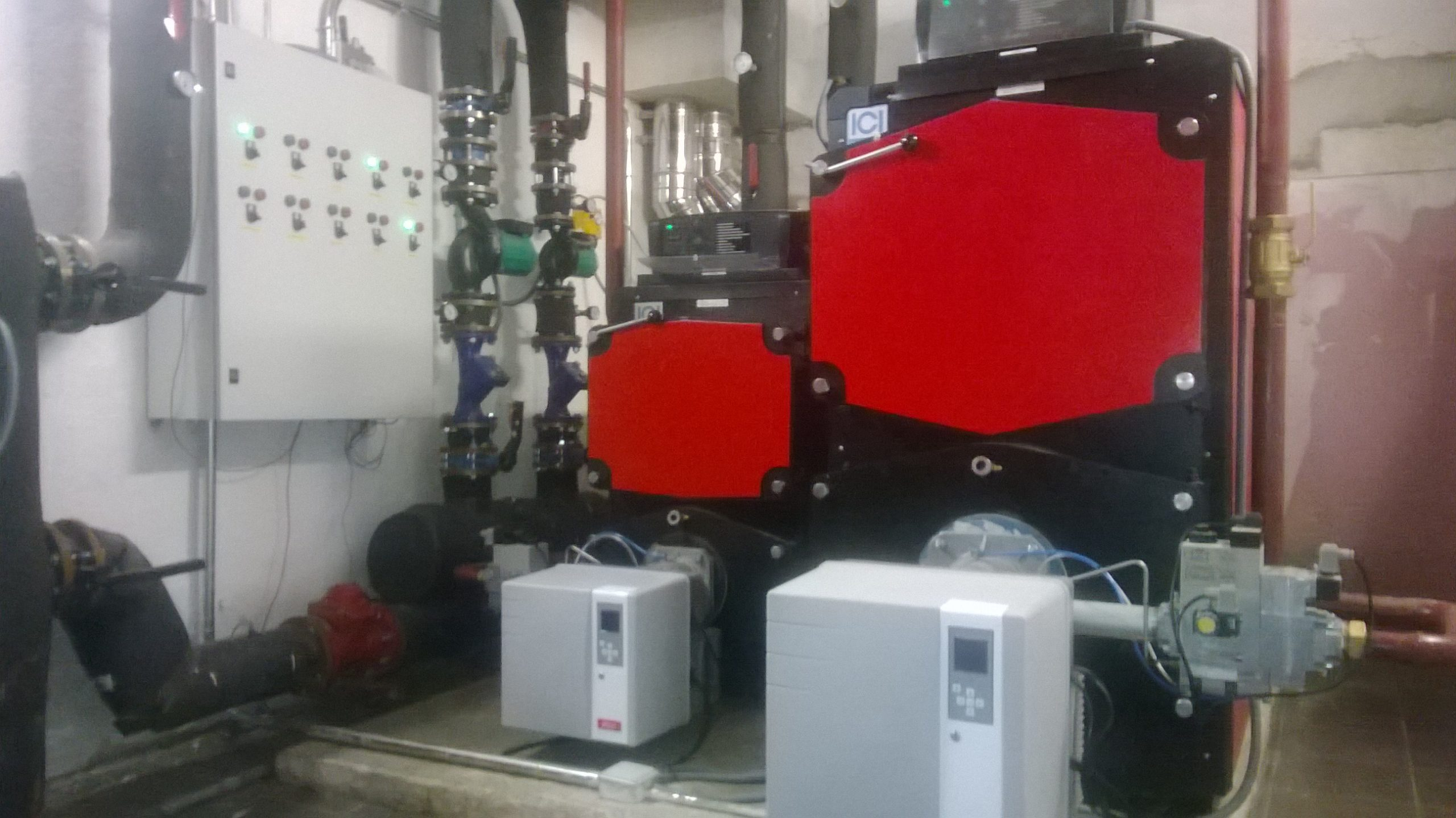 Calderas de condensación en comunidad de Castellana