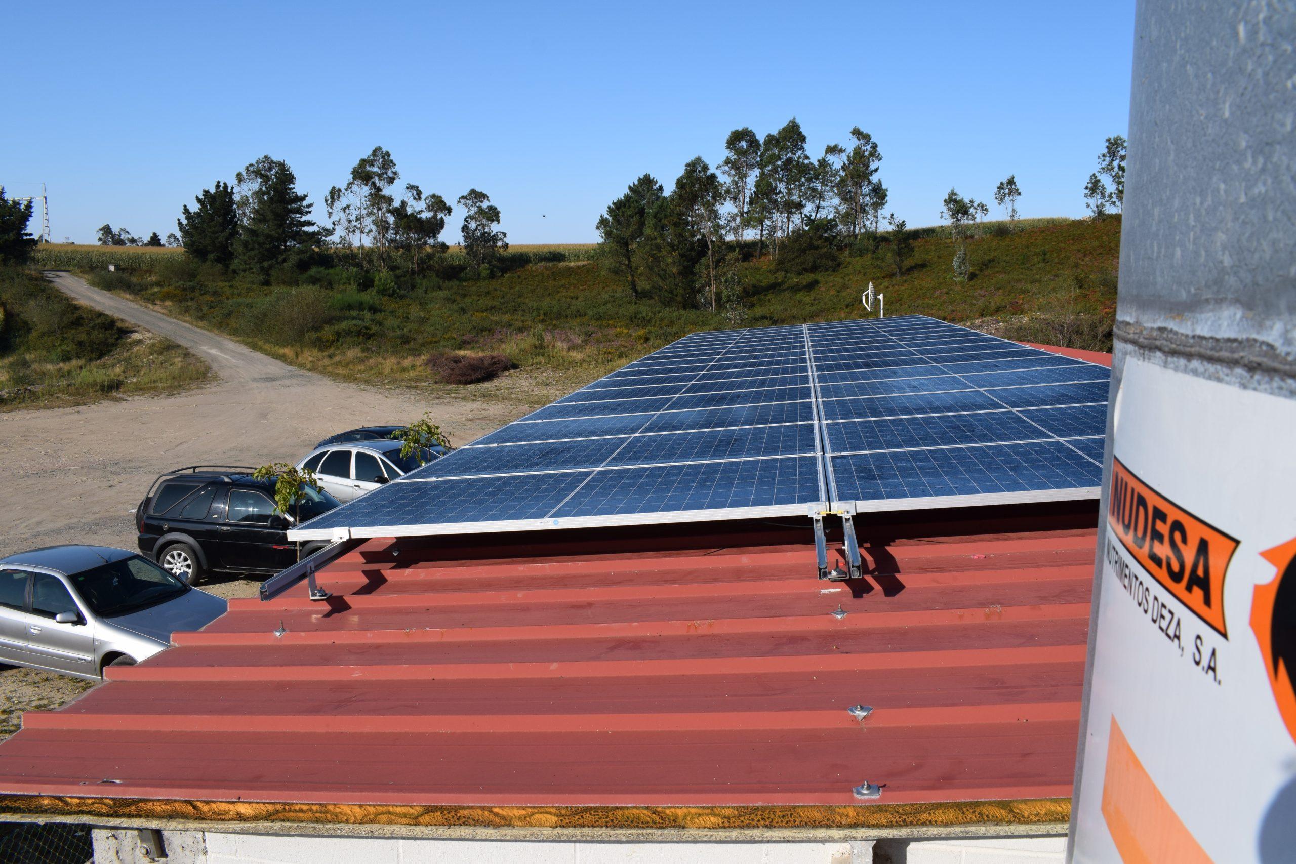 Placas fotovoltaicas en granja