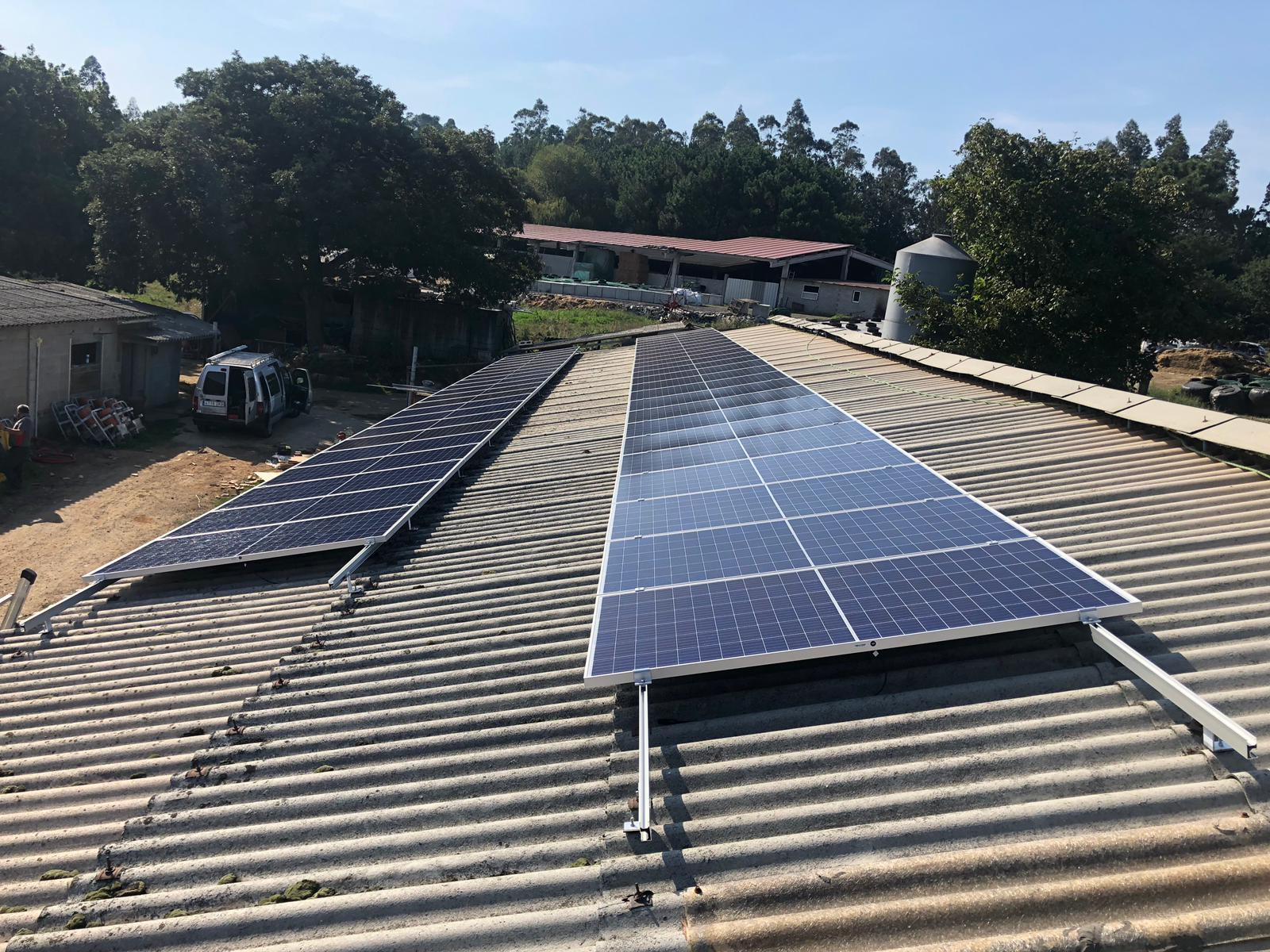 Placas fotovoltaicas granja galicia