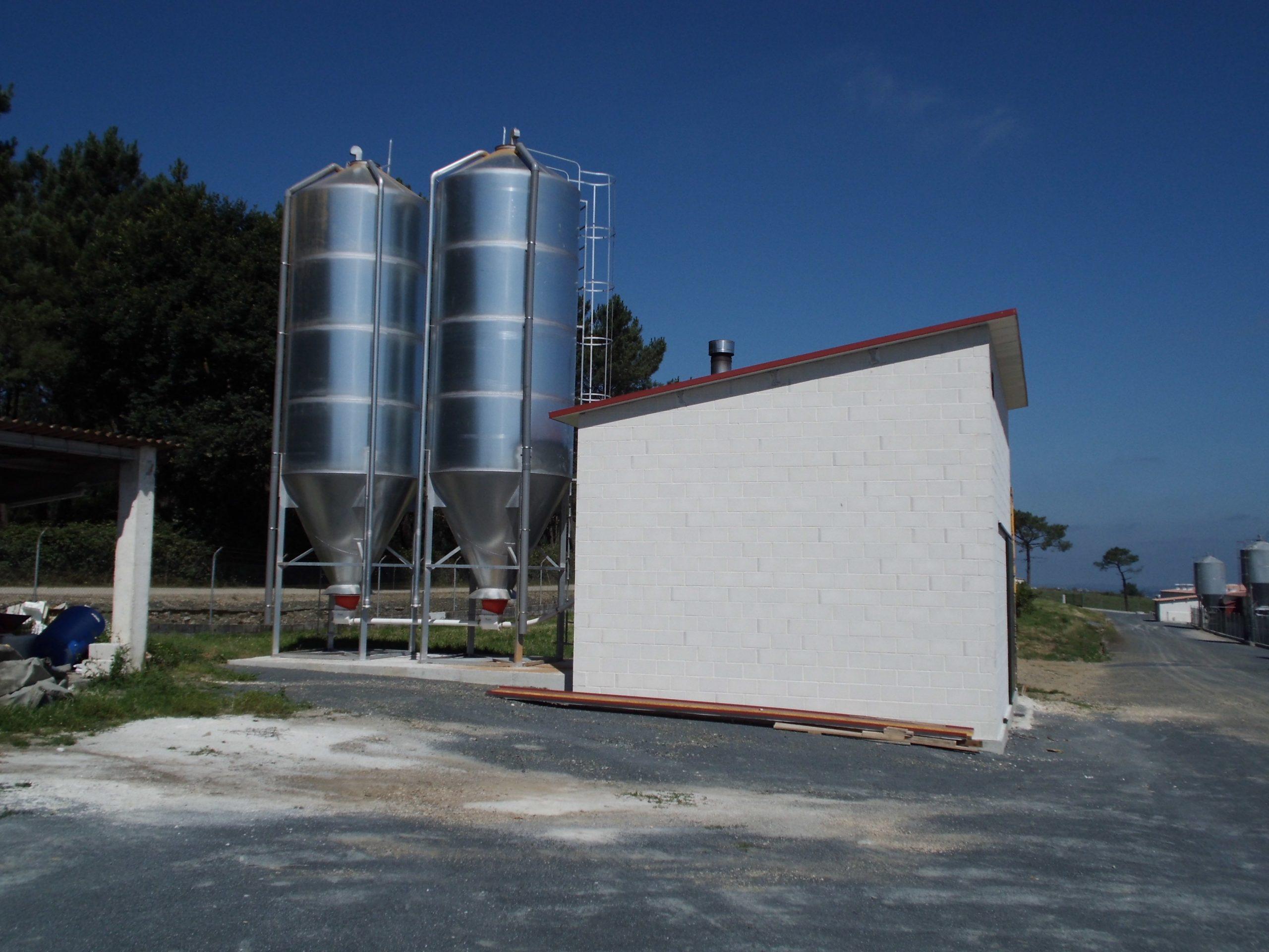 Caldera de biomasa en granja
